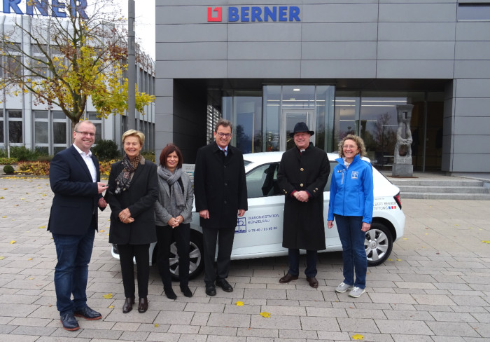 The Albert Berner Foundation supports the Diakonie Künzelsau with a new car for home visits.